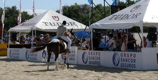 El beach polo también tuvo como protagonista al Grupo asegurador (Foto: Prensa Sancor Seguros).