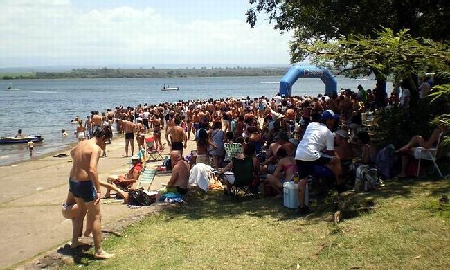 Cruce a nado del lago de Villa Rumipal | SunchalesHoy