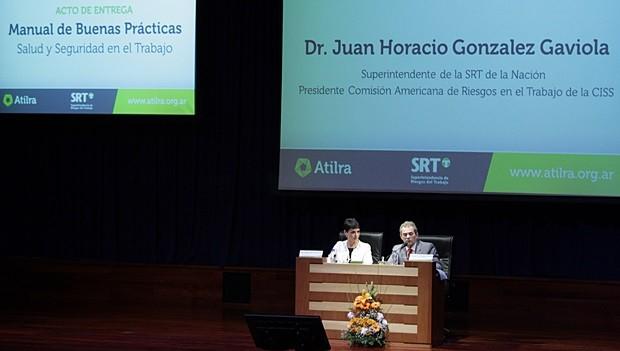 """Presentación del """"Manual de Buenas Prácticas en la Industria Láctea"""" en el Auditorio del CET Atilra Sunchales"""